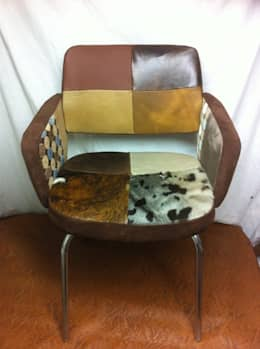 """Fauteuil 1960 patchwork """"peaux"""" : Salon de style de style eclectique par Scenes d'interieuR"""