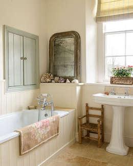 浴室 by holly keeling interiors and styling