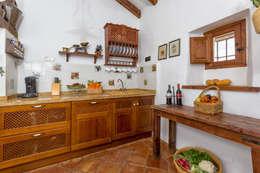 Cocinas de estilo rústico por Espacios y Luz Fotografía