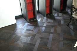 Projekty,  Ściany i podłogi zaprojektowane przez woodboxx   Thomas Maile
