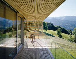 Haus A:  Terrasse von Dietrich | Untertrifaller Architekten ZT GmbH