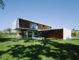 Case in stile in stile Moderno di Dietrich | Untertrifaller Architekten ZT GmbH