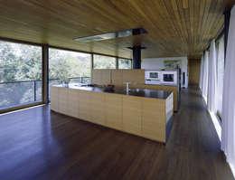 moderne Keuken door Dietrich | Untertrifaller Architekten ZT GmbH