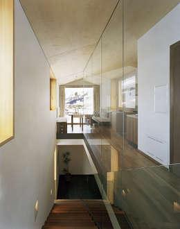 Corridor & hallway by Dietrich   Untertrifaller Architekten ZT GmbH