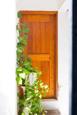 Las puertas: Ventanas de estilo  por Mikkael Kreis Architects