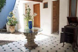 El distribuidor: Salas de estilo clásico por Mikkael Kreis Architects