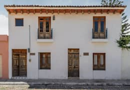 Fachada exterior: Casas de estilo mediterraneo por Mikkael Kreis Architects