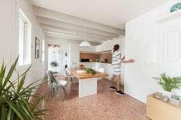 Pasillos y recibidores de estilo  por Didonè Comacchio Architects
