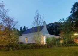 Projekty, nowoczesne Domy zaprojektowane przez Paul Marie Creation