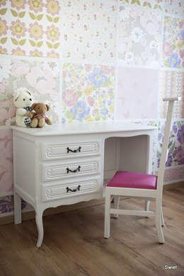 Brocante bureau in een modern jasje: rustieke & brocante Slaapkamer door Swiet