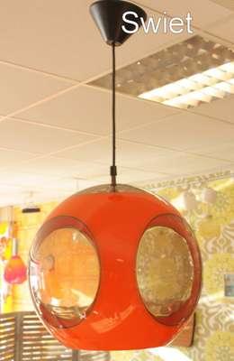 Luigi Colani seventies kunststof knal oranje hanglamp spage age lamp: moderne Woonkamer door Swiet