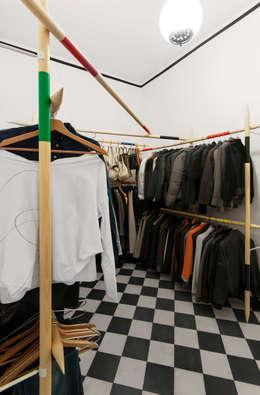 modern Dressing room by Elena Cerizza Architetto