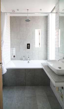 Baños de estilo moderno por Adam Knibb Architects