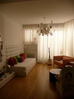 Recámaras de estilo minimalista por Maroto e Ibañez Arquitectos