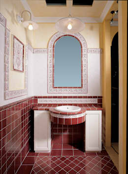 Decoro Engadina porpora: Bagno in stile in stile classico di Acquario Due