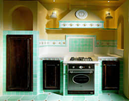 Cucina decoro giardini di tiberio: Cucina in stile in stile Classico di Acquario Due