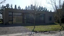 Frente: Casas de estilo moderno por CC|arquitectos