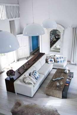 EKE Mimarlık – Çeşme Port Alaçatı: modern tarz Oturma Odası