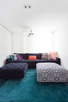 Projekty,  Salon zaprojektowane przez Suite Arquitetos