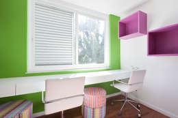 Recámaras infantiles de estilo moderno por Suite Arquitetos
