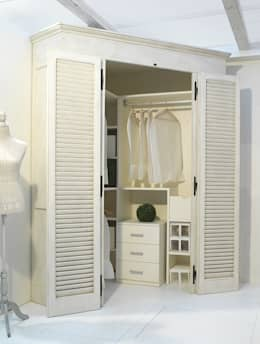 Dormitorios de estilo  por LA BOTTEGA DEL FALEGNAME