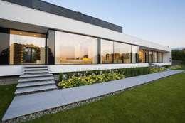 Casas de estilo moderno por MOBIUS ARCHITEKCI PRZEMEK OLCZYK