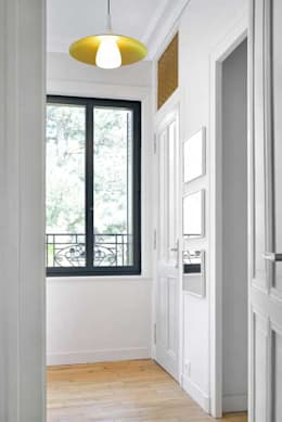 Maison à Ecully: Couloir et hall d'entrée de style  par Tymeno