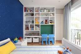 Cuartos infantiles de estilo moderno por SESSO & DALANEZI