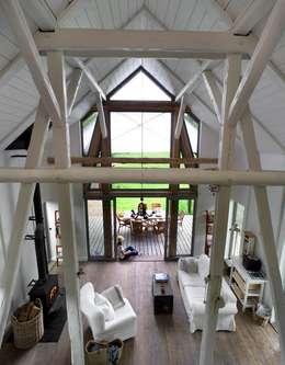 Przebudowa stodoły : styl , w kategorii Salon zaprojektowany przez AA s.c. Anatol Kuczyński Anna Kuczyńska