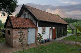 Przebudowa stodoły : styl rustykalne, w kategorii Domy zaprojektowany przez AA s.c. Anatol Kuczyński Anna Kuczyńska