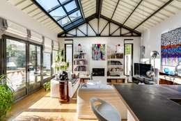 industrial Living room by Meero