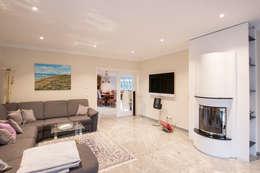 Franz & Köhler Immobilien GbR: modern tarz Oturma Odası