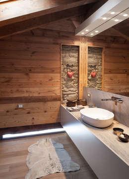 Baños de estilo escandinavo por archstudiodesign