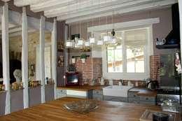 Cuisine ouverte: Salon de style de style Rustique par Sandra Dages