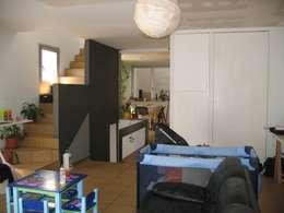 Salas / recibidores de estilo moderno por LLOBET interiors