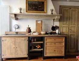 Cucina Industriale-Vintage: Cucina in stile in stile Industriale di Porte del Passato