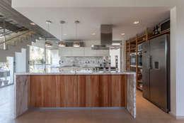 modern Kitchen by ESTUDIO GEYA
