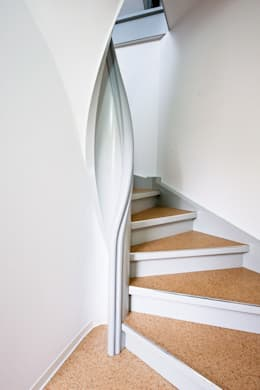 classic Corridor, hallway & stairs تنفيذ Daniel Beutler Treppenbau