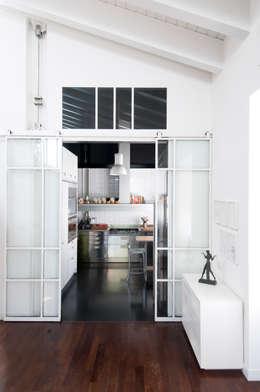 Separare la cucina con una vetrata: 4 bellissimi esempi!