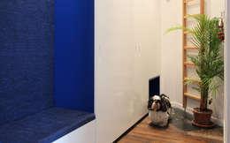 Couloir, entrée, escaliers de style de style Moderne par homify