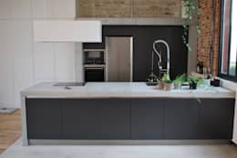 Projekty,  Kuchnia zaprojektowane przez Concrete LCDA