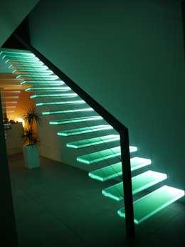 Прихожая, коридор и лестницы в . Автор – Wachenfeld Natursteinwerk