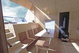Haus der Ufogel: moderne Esszimmer von Aberjung Design Agency