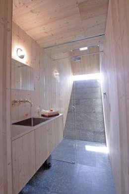 moderne Badkamer door Aberjung Design Agency