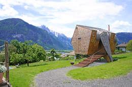 Haus der Ufogel: moderne Häuser von Aberjung Design Agency