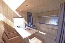 moderne Eetkamer door Aberjung Design Agency