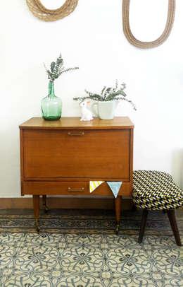 MOBILIER ANNEES 50: Maison de style  par Intérieur Vintage