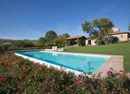 modern Zwembad door PISCINE CASTIGLIONE