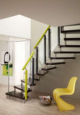 Pasillos, vestíbulos y escaleras  de estilo  por Donaubauer Treppenbau GmbH