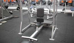 Elastikboden im Fitness-Studio: moderner Fitnessraum von WARCO Bodenbeläge